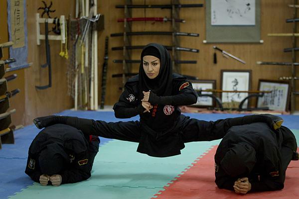 A Ninjutsu practitioner performs a split