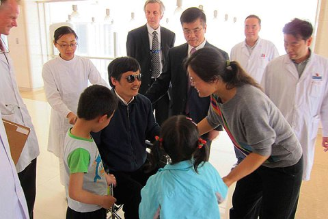 Chen Guangcheng meets his family
