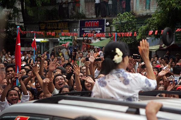 Aung San Suu Ky Joins Parliamentary