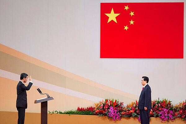 Leung Chun-ying Sworn in
