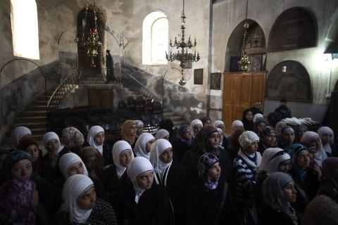 Palestinian Muslim schoolgirls visit the