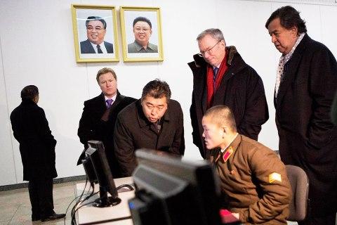 Google's Eric Schmidt visits North Korea