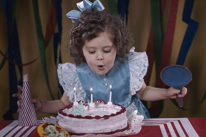 Australian Children Are To Be Banned From Blowing Out Candles On Communal Birthday Cakes Under New Hygiene Regulations Time Com