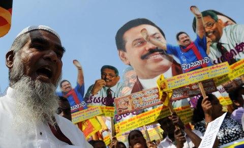Supporters of Sri Lankan President Mahin