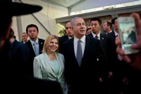 From right: Israeli Prime Minister Benjamin Netanyahu and his wife Sara visit the Shanghai Jewish Refugees Museum  in Shanghai, on May 7, 2013.