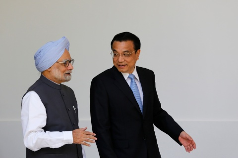 From left: India's Prime Minister Manmohan Singh and Chinese Premier Li Keqiang arrive for a photo opportunity ahead of their meeting at Hyderabad House in New Delhi, on May 20, 2013.