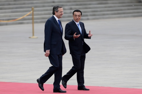 From left: Greece's Prime Minister Antonis Samaras walks with China's Premier Li Keqiang during a welcoming ceremony outside the Great Hall of the People in Beijing, on May 16, 2013.