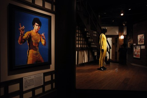 """Portrait of late kung fu legend Bruce Lee and costume depicting """"Game of Death"""" is shown at exhibition in Hong Kong"""