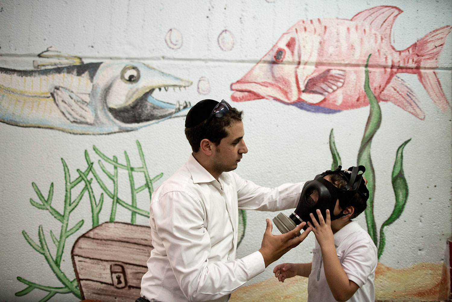 Gas mask distribution in Jerusalem
