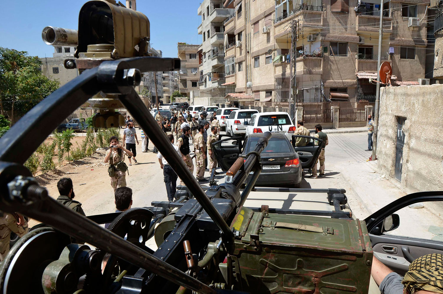 Free Syrian Army fighters escort a convoy of U.N. vehicles carrying a team of United Nations chemical weapons experts during their visit to one of the sites of an alleged chemical weapons attack in Damascus' suburbs of Zamalka, August 28, 2013