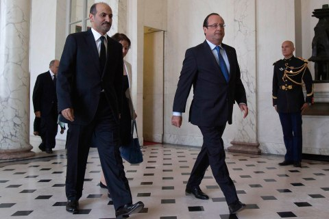 French President Francois Hollande, right,  and Ahmad Jarba, left, head of the opposition Syrian National Coalition, walk in the lobby of the Elysee Palace before a meeting in Paris Aug. 29, 2013.