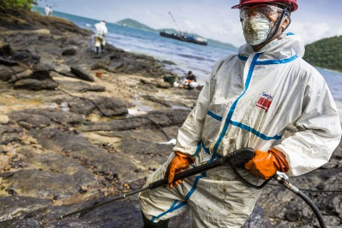 Thai Oil Spill Cleanup Continues