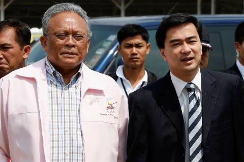 Thailand's Prime Minister Abhisit Vejjajiva, right, speaks with Deputy Prime Minister Suthep Thuagsuban