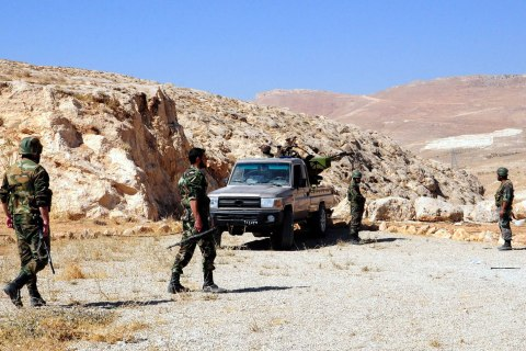 Syrian army soldier taking position in Al Qalamoun Hills