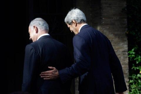 U.S. Secretary of State Kerry walks with Israeli Prime Minister Netanyahu at Villa Taverna in Rome