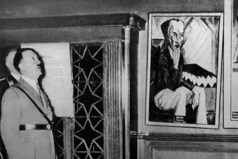 """Adolf Hitler visits so-called """"chamber of horrors"""" exhibition in Dresden"""