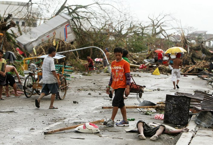More than 100 dead, nearly 800,000 displaced in Philippines