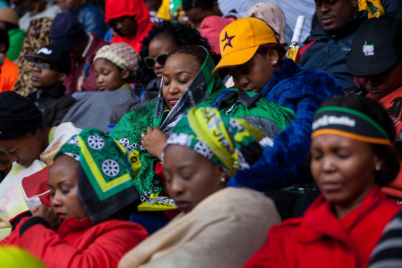 People, Death, Horizontal, Dancing, South Africa, Singing, Johannesburg, Politics, Arrival, Nelson Mandela, Memorial Service, Soccer City, Human Interest, Former