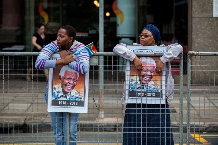 Death, Vertical, South Africa, Pretoria, Union Buildings, Politics, President, Capital Cities, Nelson Mandela, Human Interest, Former, watching