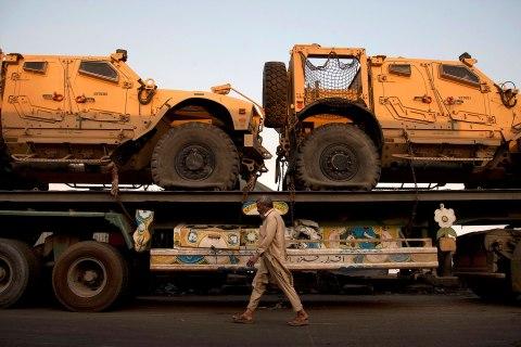 pakistan_nato_shipments_1204