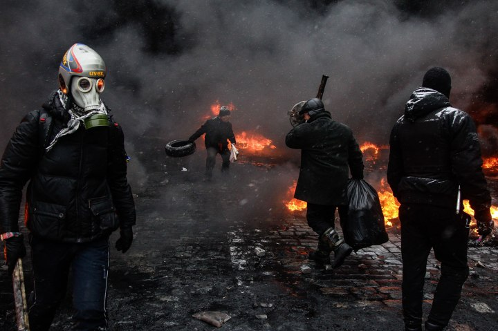 Opposition supporters clash with riot police in Kiev
