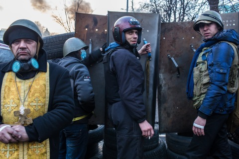Anti-government protesters guard barricades near Independence Square on February 21, 2014 in Kiev.