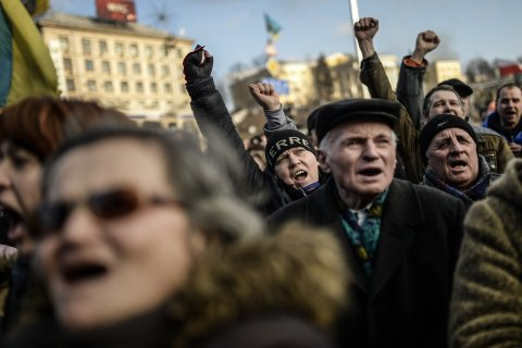 Anti government protesters chant slogans on Independence square on February 21, 2014 in Kiev.